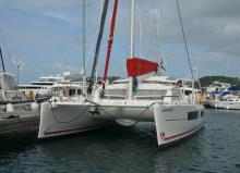 Catana 42 version propriétaire : In the marina